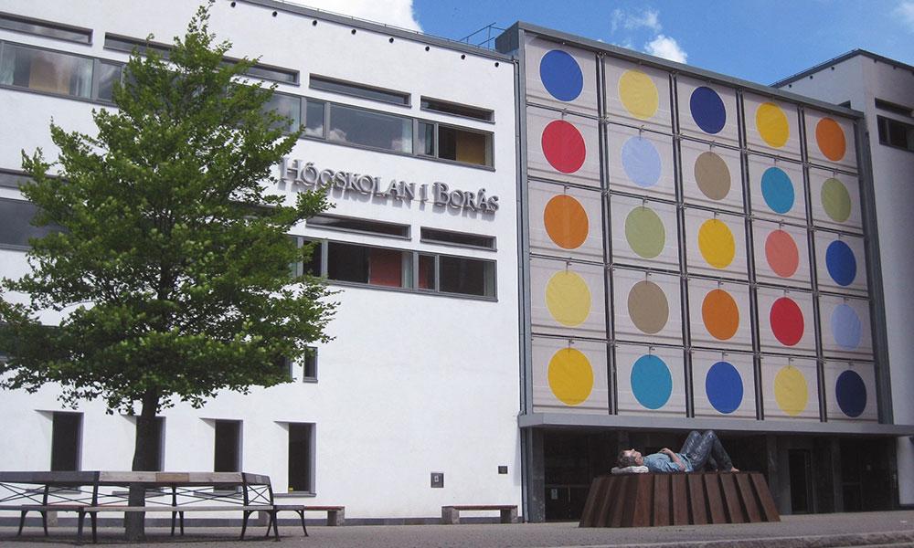 Jag utbildar samt ingår i programråd på Högskolan i Borås
