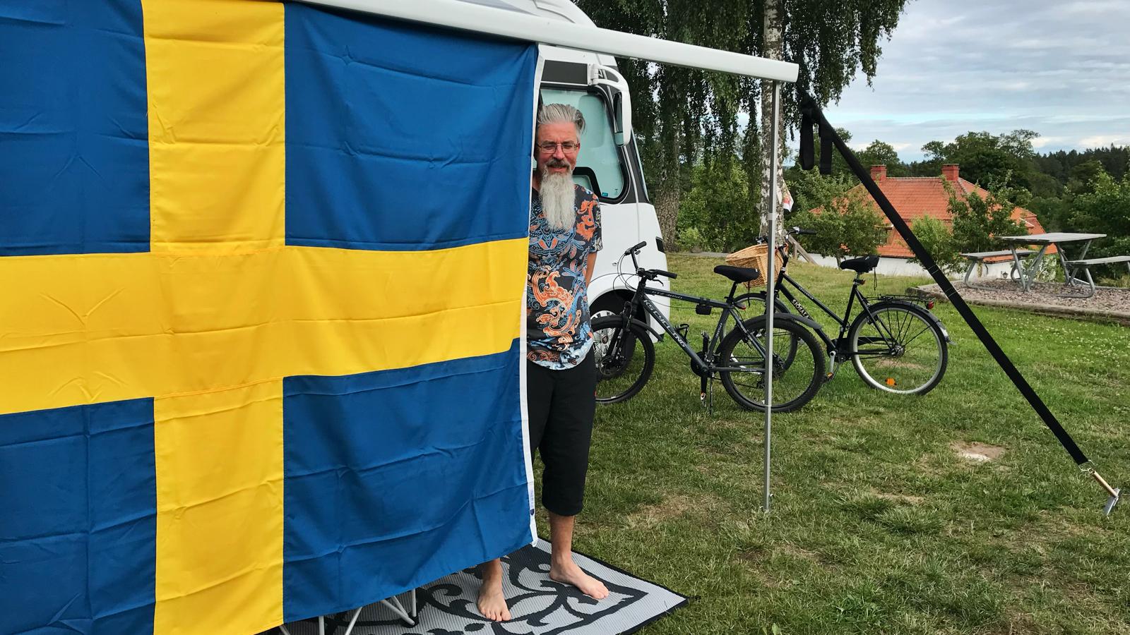 Svenska flaggan som solskydd
