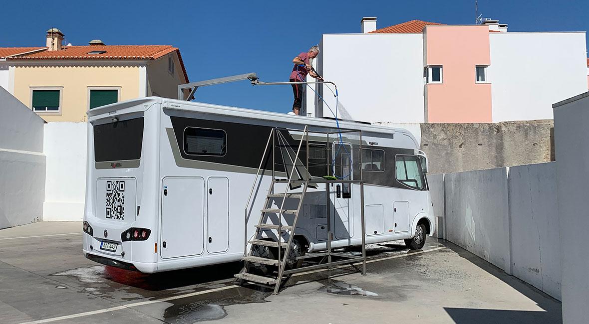 tvätta tak husbil