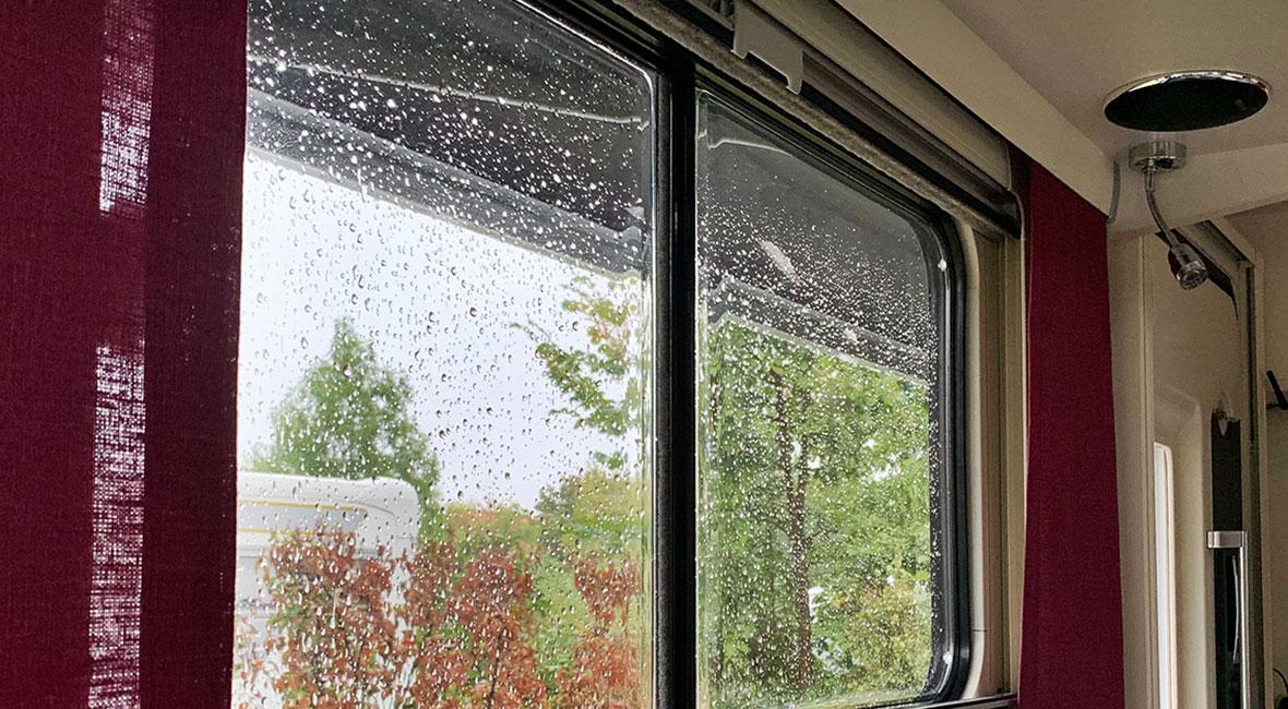 markis ute vid regn