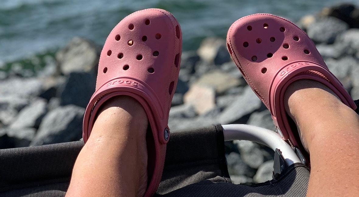 rosa crocs